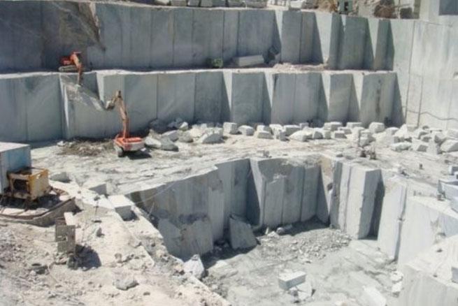 Lấy đá granite ra khỏi mỏ đá