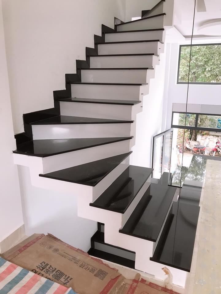 Thiết kế áp lát cầu thang